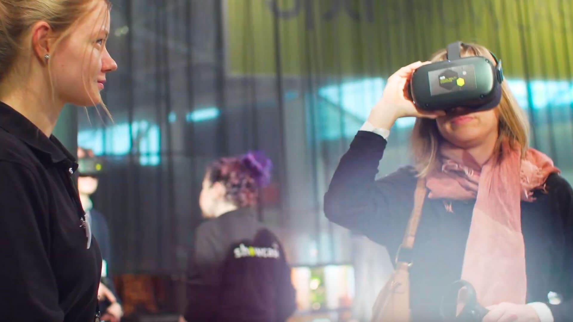 2020 bekamen die Augenoptiker auf dem opti SHOWCASE intensive Beratung zu ihrer Positionierung am Markt. Mit der Hilfe von Virtual Reality konnten sie herausfinden, welcher Optiker-Typ am ehesten zu ihnen passt: Traditionalist, Fashionist oder der Medical Chief.